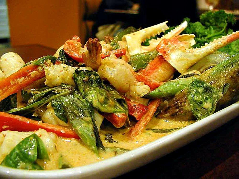 Thai_food_crabs_claws_basil.jpg