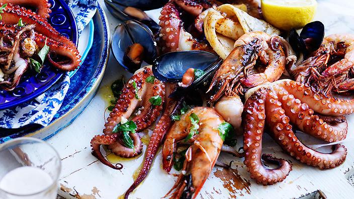 thalassina-sta-karvouna-grilled-seafood.jpg